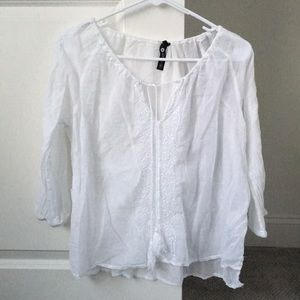 Tops - Embroidered white top